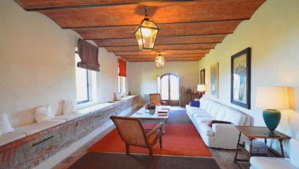 Vendita fienili case coloniche casali rustici toscani in toscana
