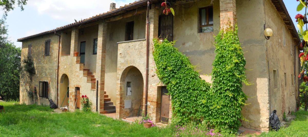 Vendita casa colonica o casale san gimignano campagna senese toscana betti immobiliare - Responsabilita agenzia immobiliare ...